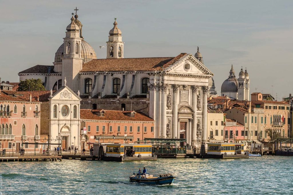 Главные достопримечательности Венеции знает гид