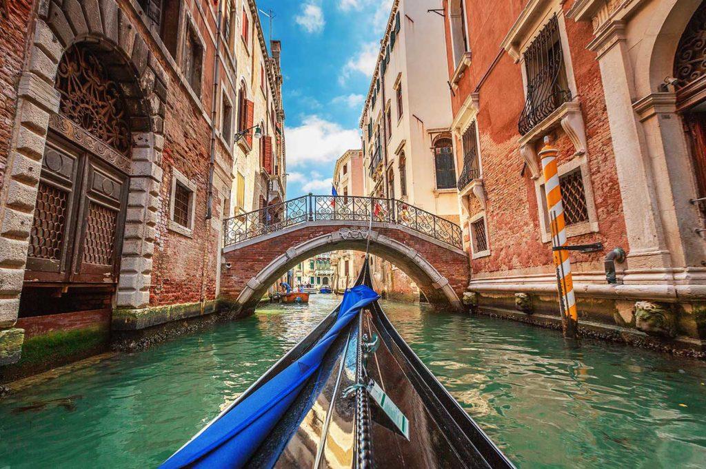Экскурсии по Венеции. Заказать услуги гида заранее из Москвы.