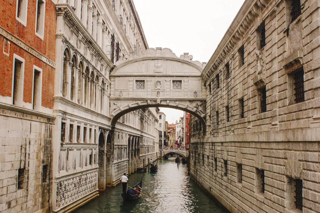 Экскурсии по Венеции. Заказать услуги гида заранее из России.